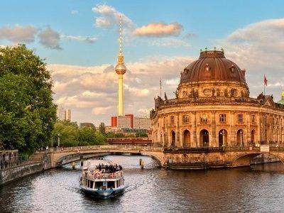 Berlin_Museum island on Spree river and Alexanderplatz TV tower in center of Berlin, Germany400x300