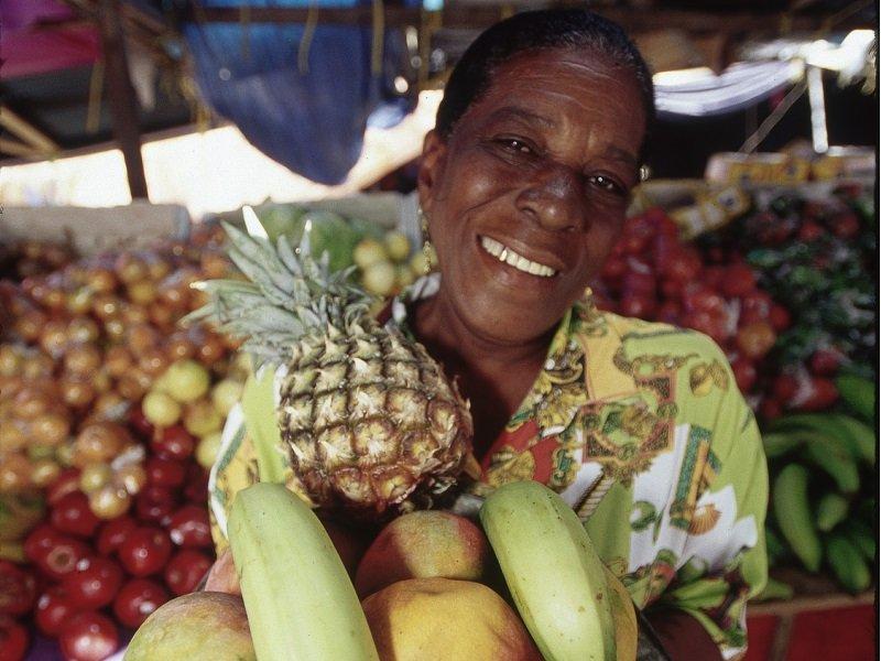 Curacao_carneval_women_800x600