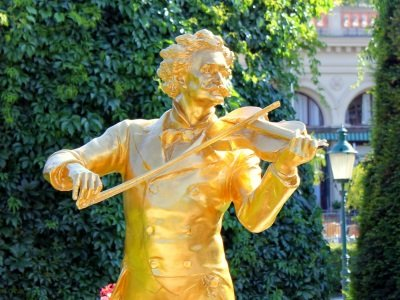 Wien_The Waltz King Johann Strauss Monument in the Stadtpark400x300