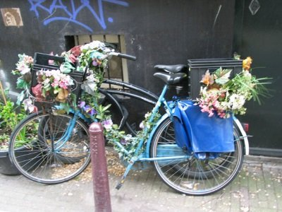 Amsterdam_bike_flowers© Pictures of Amsterdam courtesy of Amsterdam.info_400x300