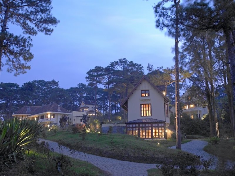 Vietnam_Chateau_Exterior_Evening_800x600