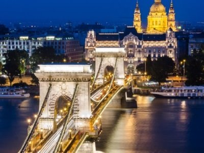 Budapest_The-Szechenyi-Chain-Bridge-Danube-between-Buda-and-Pest400x300