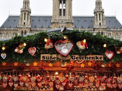VIENNA, Austria, traditional Christmas market400x300