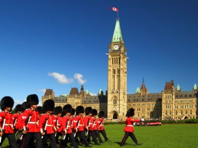 Kanada_Changing of the guard ceremony on Canada's parliament hill400x300