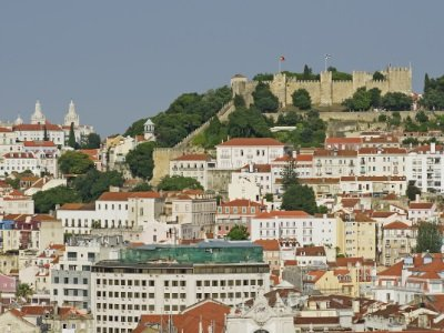 Lissabon_old town and the castle of Lisbon in Portugal400x300
