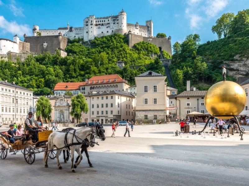 Itävalta_Salzburg_0206_kapitelplatz_800x600
