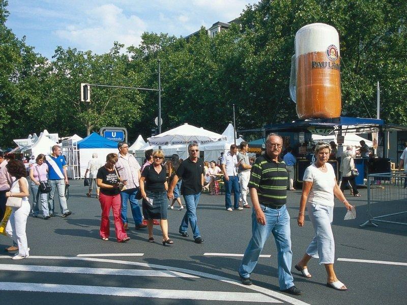 Saksa_Berlin_Unter den Linden street festival_800x600