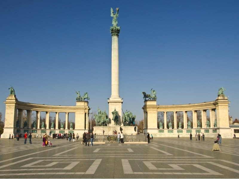 BUDAPEST - CIRCA MAR_800x600