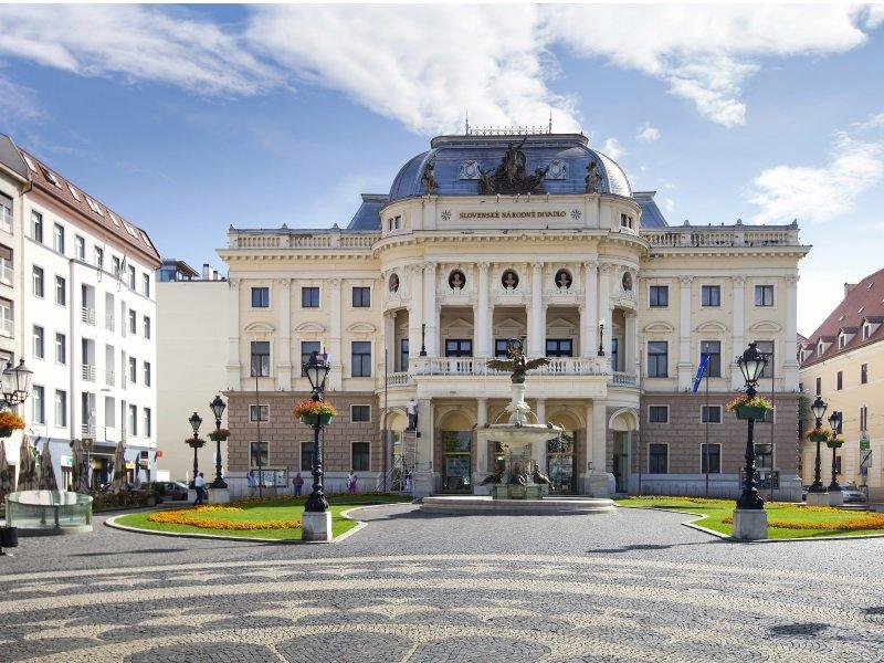 Bratislava_National Theatre, Bratislava, Slovakia_800x600
