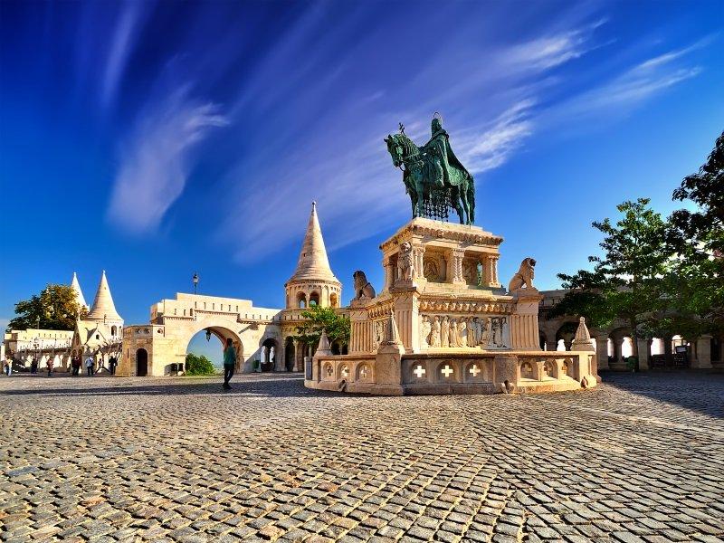 Budapest_Fisherman's Bastion in Budapest landmark_800x600