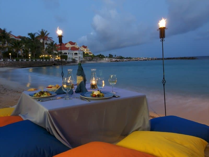 Curacao_Dinner on the beach_800x600
