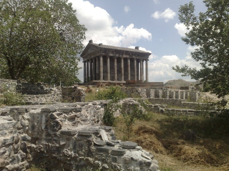 Armenia_Garni_temple-5_800x600