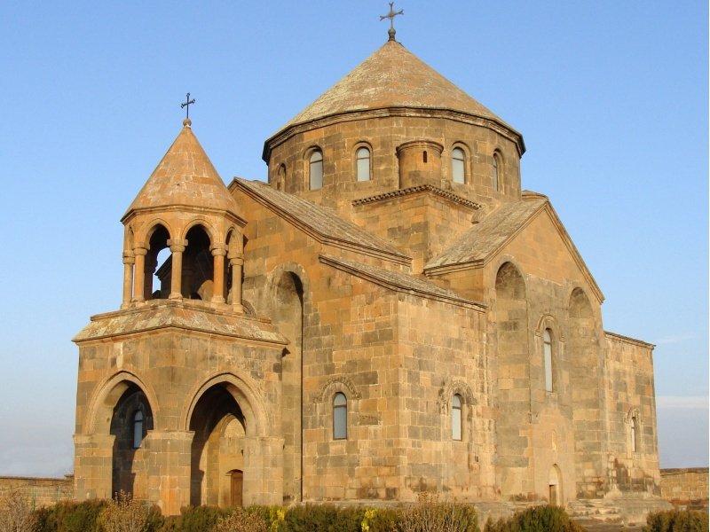 Armenia_The monastery in Transcaucasia_800x600
