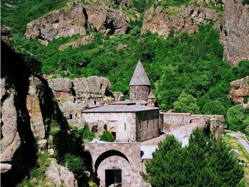 Armenia_geghard_800x600