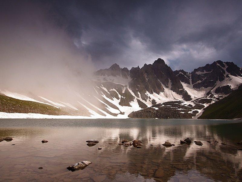 Armenia_lake Gogi_800x600