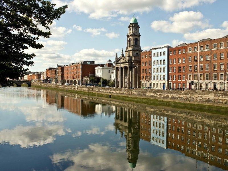Dublin_Der Fluss Liffey in Dublin, Irland_800x600