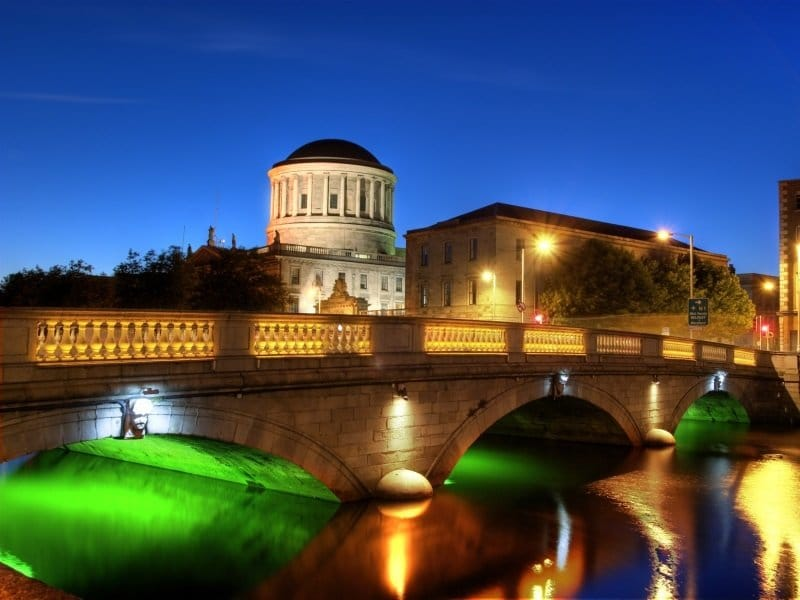 Dublin_River Liffey and Four Courts building in Dublin, Ireland_800x600