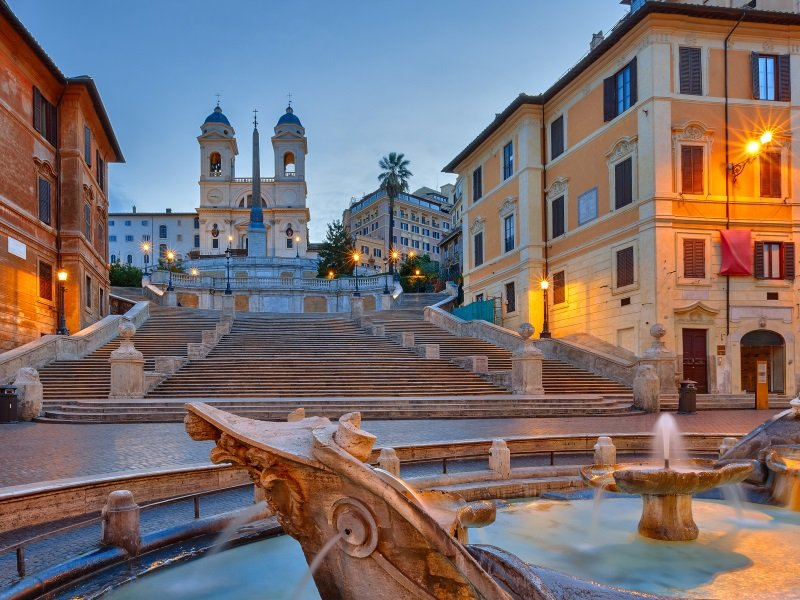 Italia_Rooma_Espanjalaiset portaat_Spanish Steps at dusk, Rome, Italy_800x600