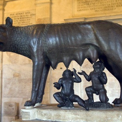 Italia_Rooma_roman bronze of the she-wolf suckling romulus and remus_800x600