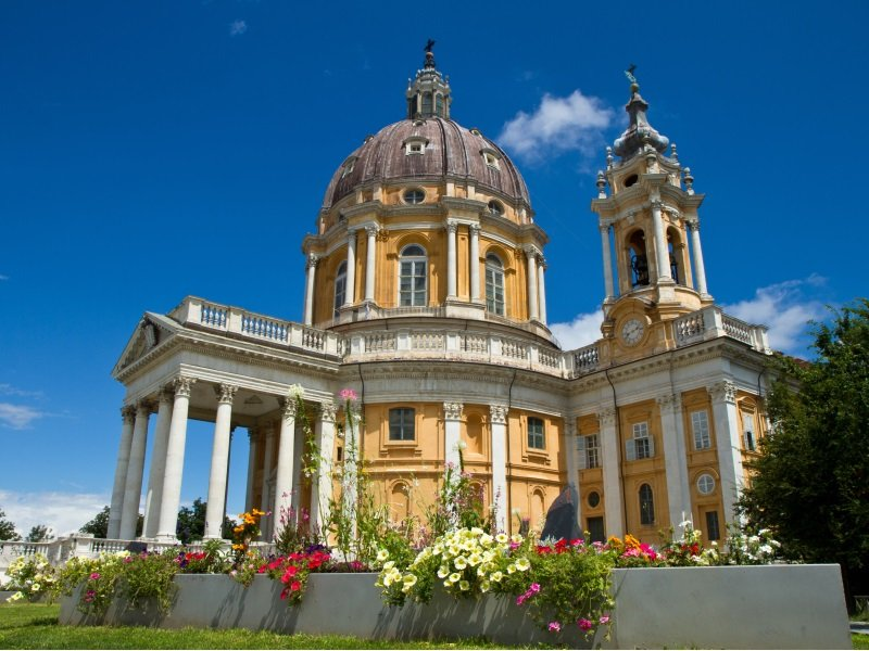 Italia_The baroque Basilica di Superga church on the Turin hill, Italy_800x600