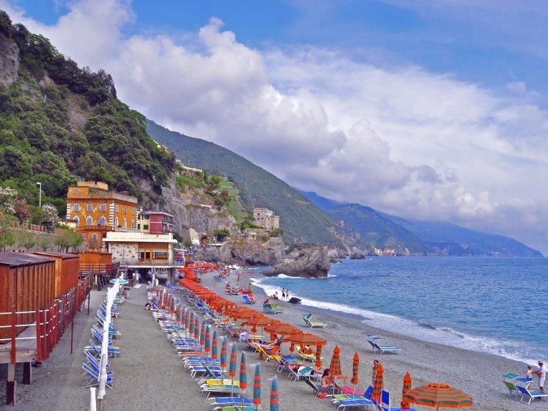 Italian beach, Liguria_800x600