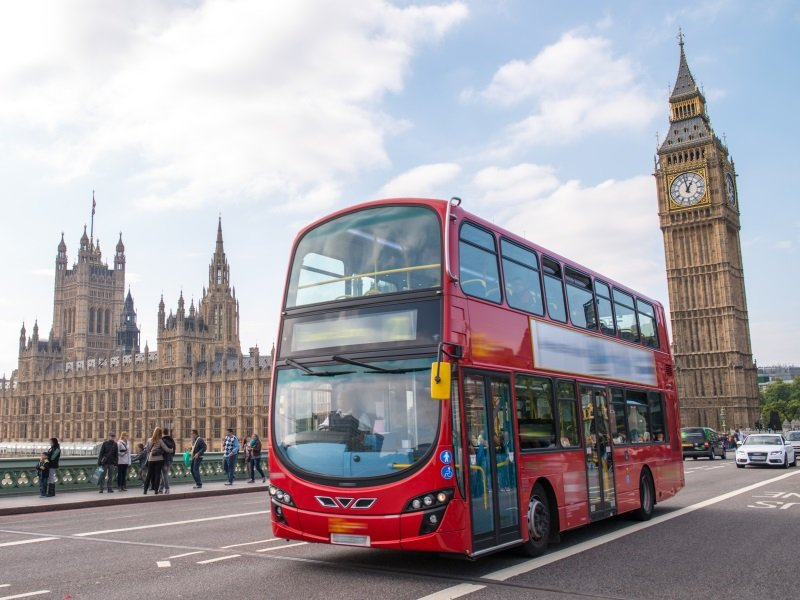 London. Westminster area with Double Decker buss_800x600