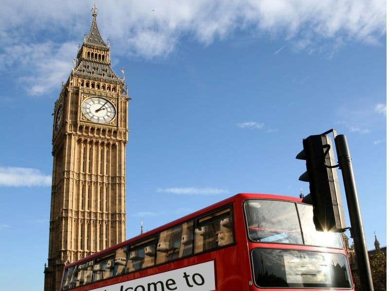 Lontoo_Big Ben - famous clock tower, the bigben, in City of Westminster_800x600