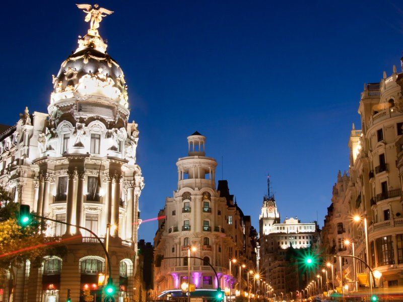 Madrid_Gran via street, main shopping street_800x600