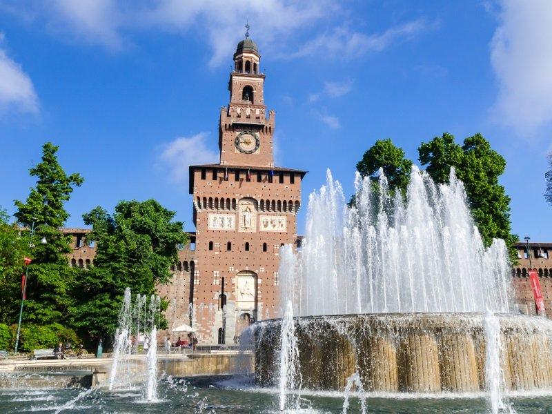 Milano_Sforza Castle (Castello Sforzesco) in Milan, Italy_800x600
