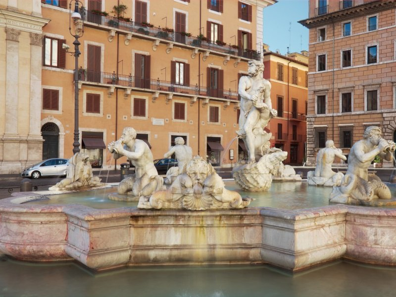 Rooma_Marble fountain at piazza navona_800x600