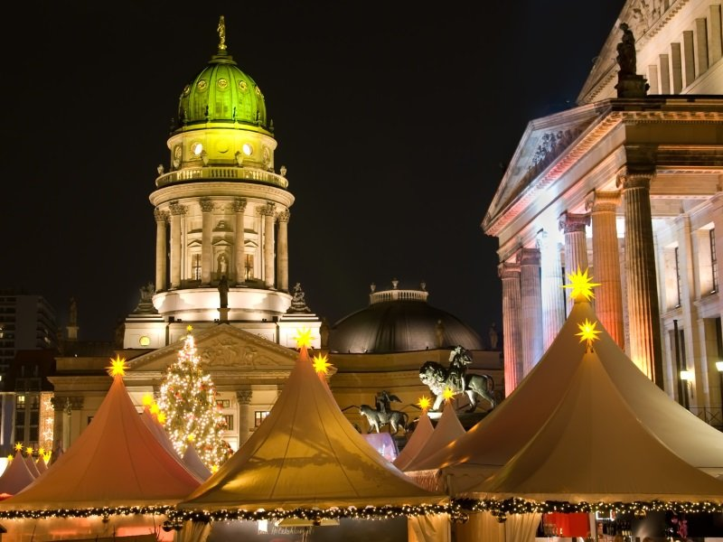 Saksa_ Berlin_christmas market at night_800X600