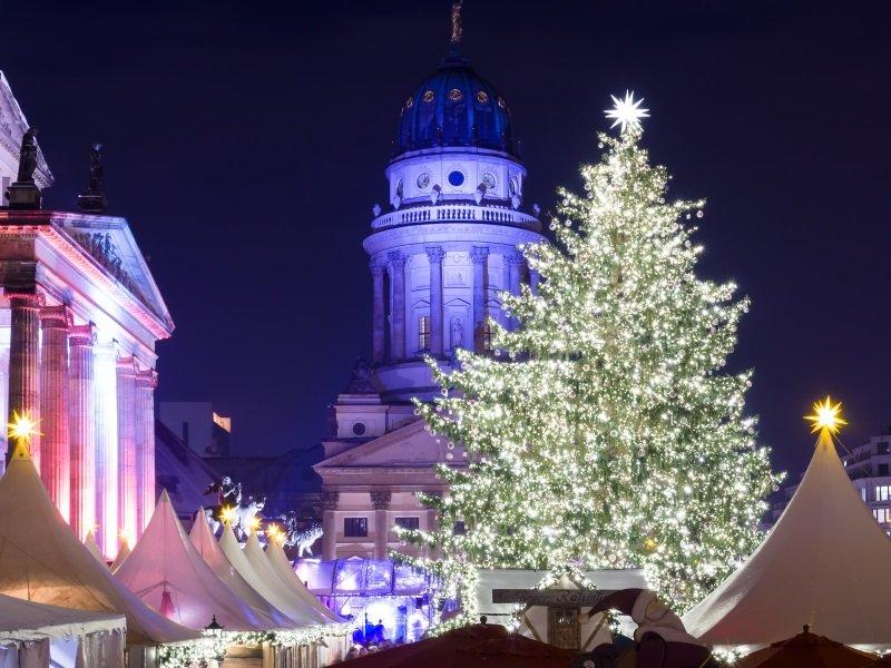 Saksa_Berlin_Christmas market at Gendarmenmarkt_800X600
