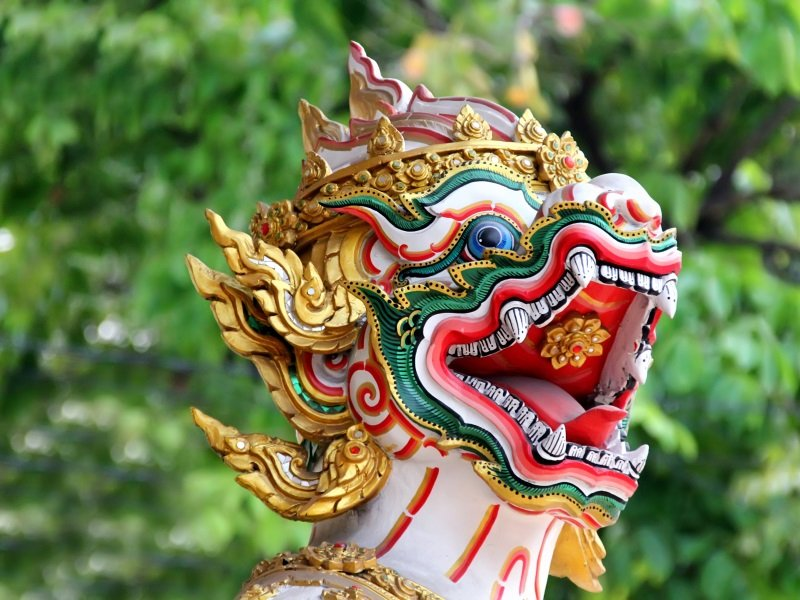 Thaimaa_Krabi_Dragon in Thailand temple_800x600