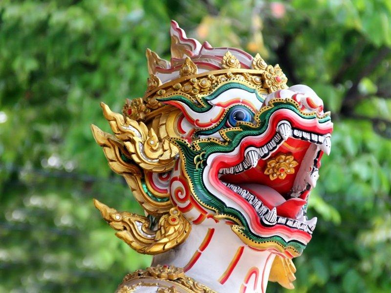 Thaimaa_Krabi_Dragon in Thailand temple_800x600