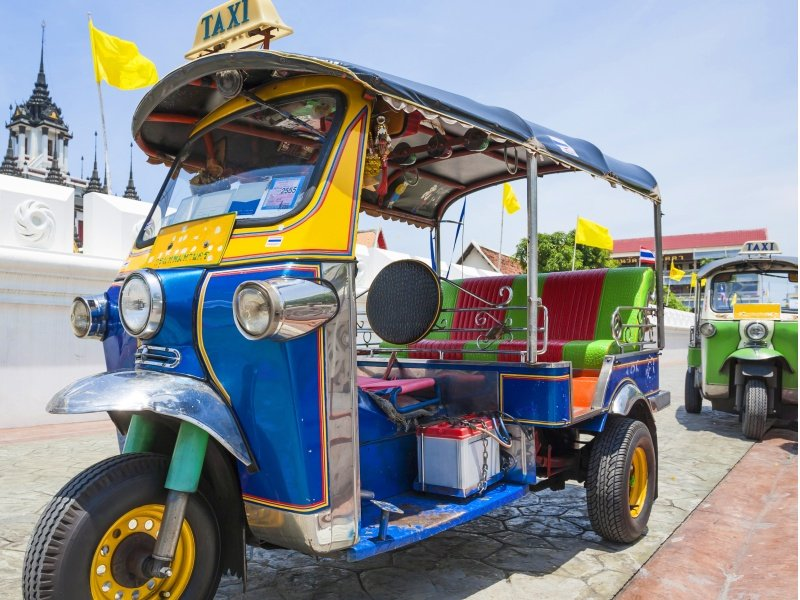 Thaimaa_Tuk-Tuk vehicle urban in Bangkok_800X600