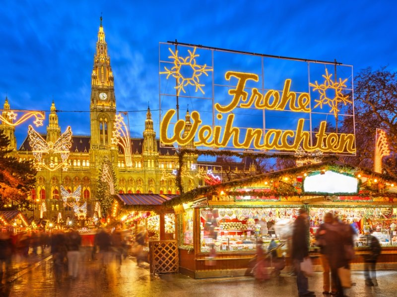 Traditional christmas market in Vienna, Austria_800x600
