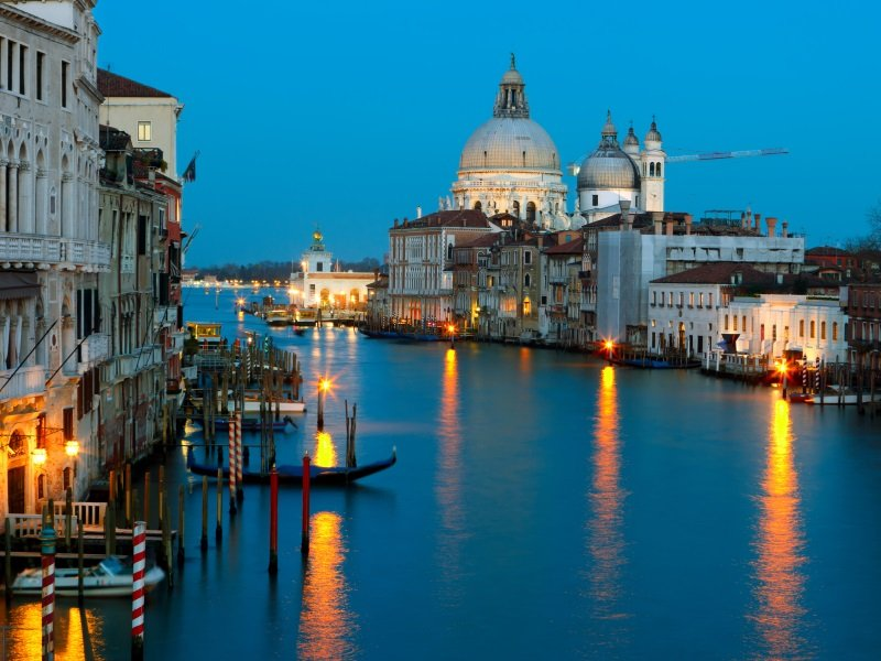 Venetsia_Grand canal and The Basilica of St Mary of Health_800x600