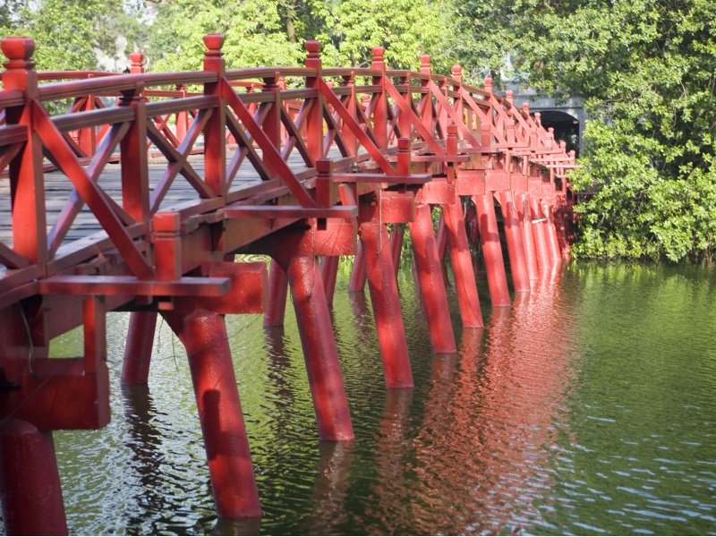 Vietnam_The-Huc-Bridge, Hanoi, Vietnam_800x600