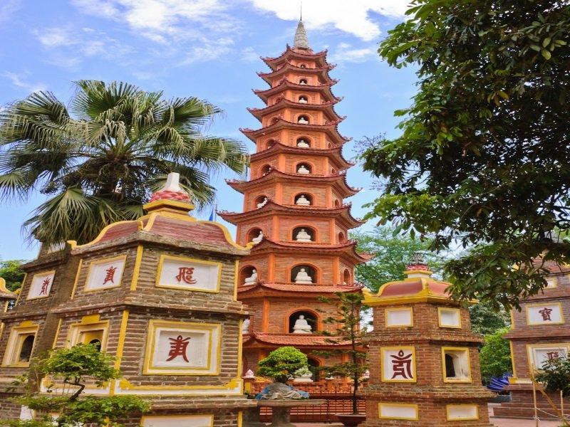 Vietnam_Tran Quoc pagoda in Hanoi, Vietnam_800x600