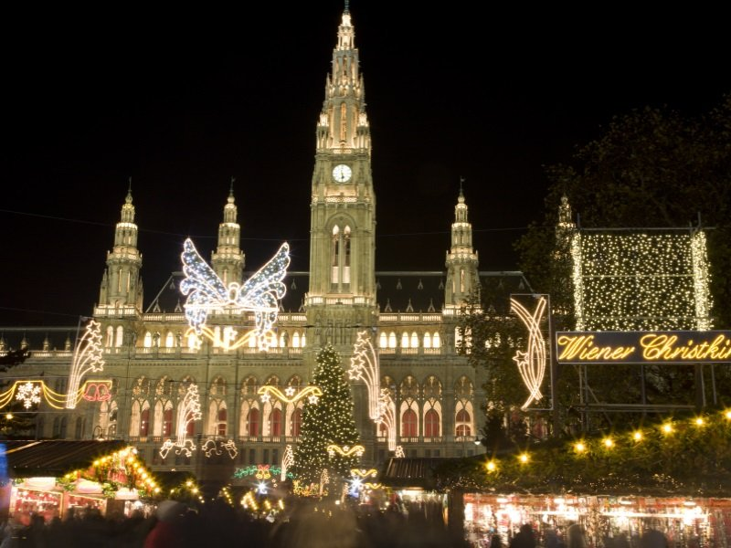Wien_Vienna - christmas market for the town-hall_800x600