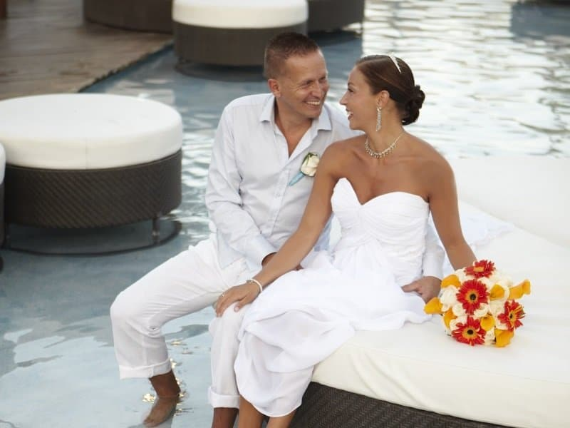 Divi Aruba Couple Reflecting Pool_800x600