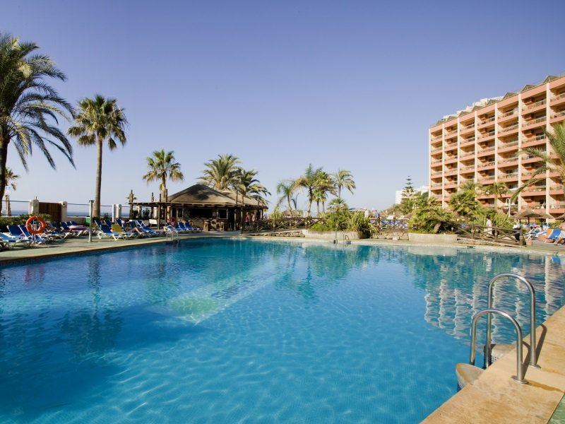 Espanja_SUNSET BEACH HOTEL_allas800x600