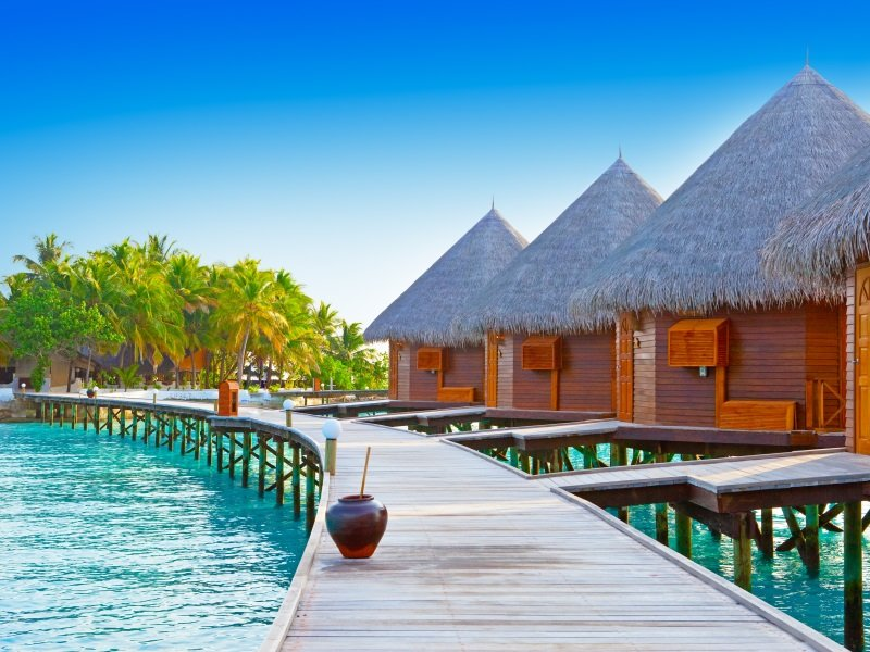 Maldives. A wooden road over ocean_800X600