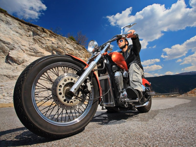 Motorcycle_Rider on a chopper_800x600