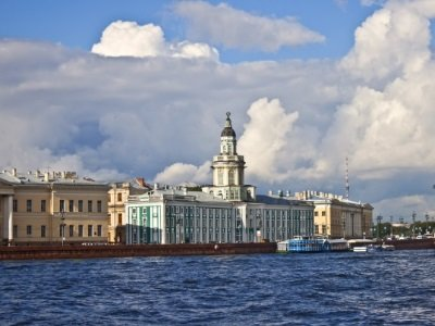 Pietari_ Classical panorama of the Nevsky coast400x300