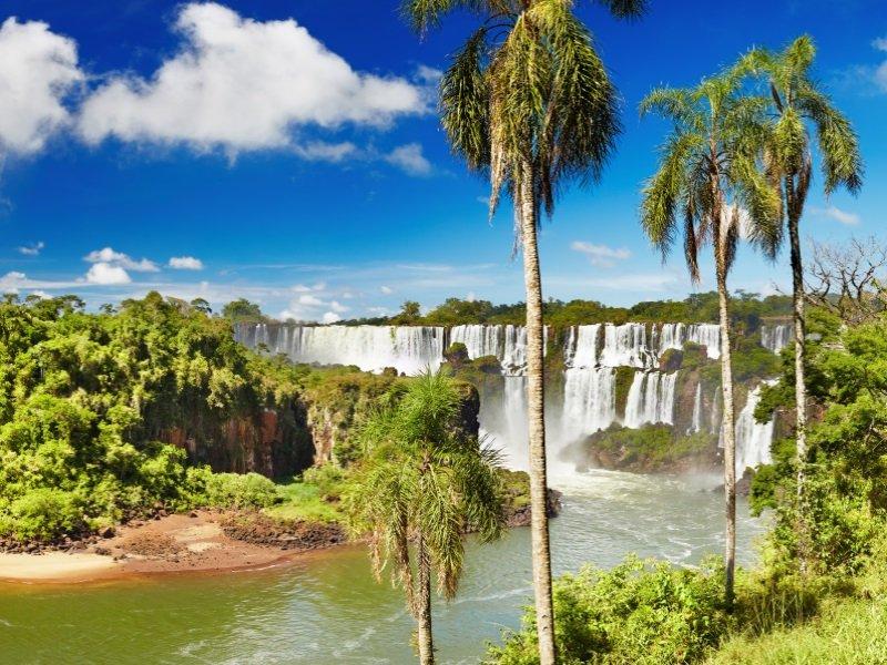 Argentina-Brasilia_Iguazu Falls_800x600