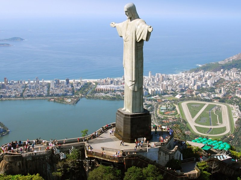 Brasilia_Aerial view of Christ the Redeemer in Rio De Janeiro, Brazil_800x600