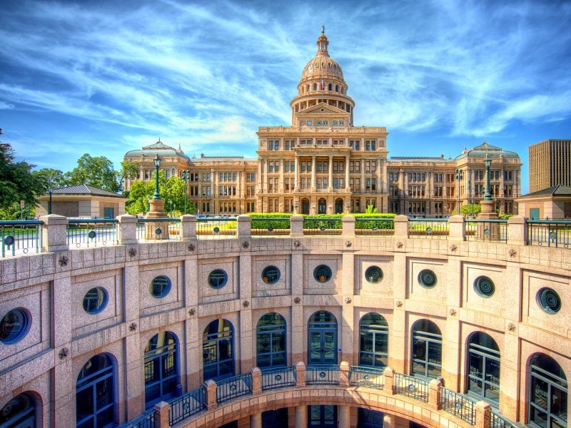 Texas State Capitol Building in Austin, TX_800x600