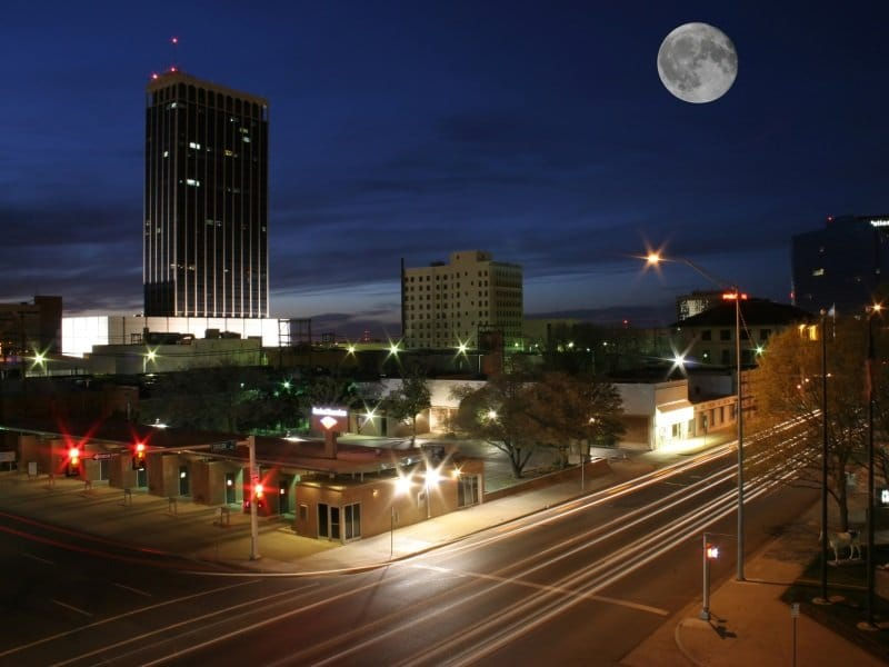 Texas_Amarillo, TX taken at dusk with full moon_800x600