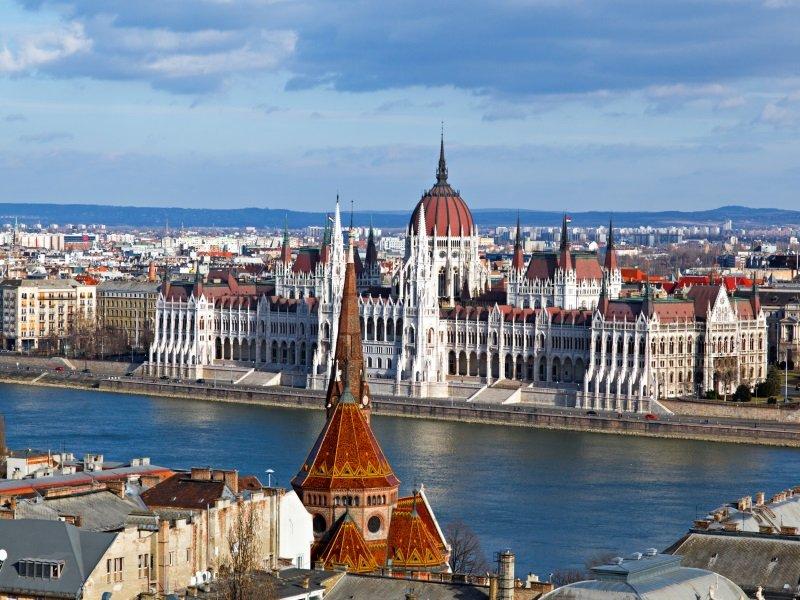 Unkari_Budapest_roofs_800x600